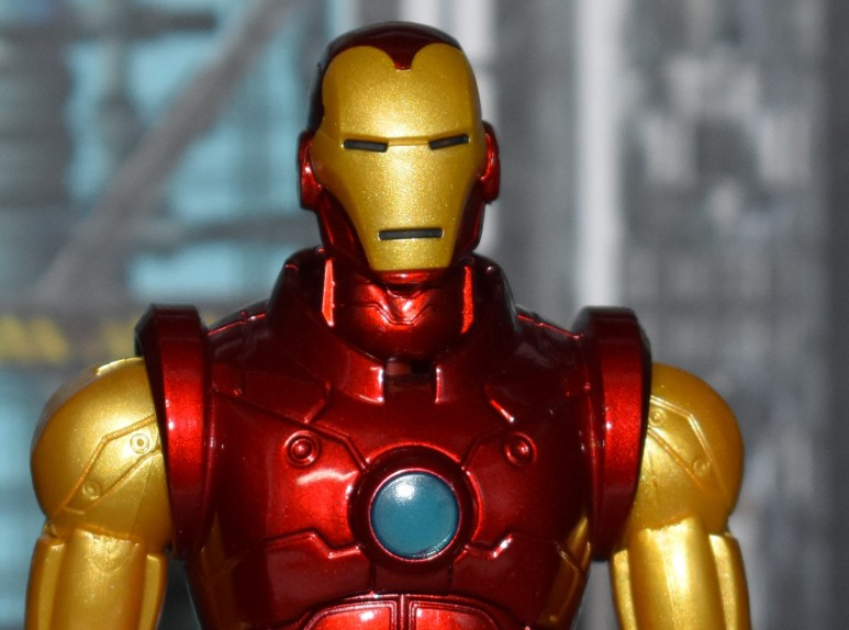 Toy Review – One:12 Collective Iron Man from Mezco – NEEDLESS THINGS